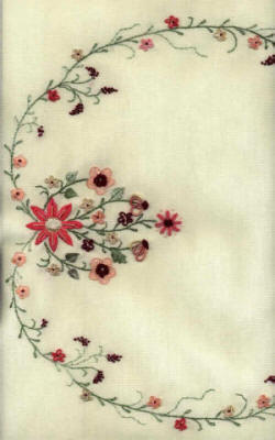 JDR 193 Peaches & Cream Table Runner